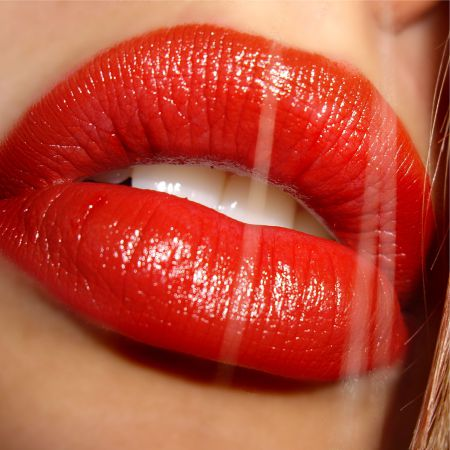 Lipstick made with the right ingredients makes the lips beautiful