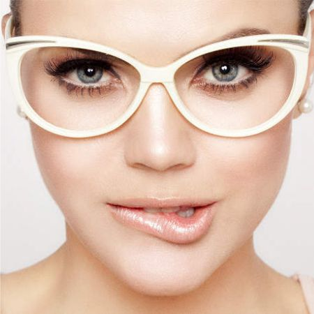 Special eye makeup for those who wear glasses