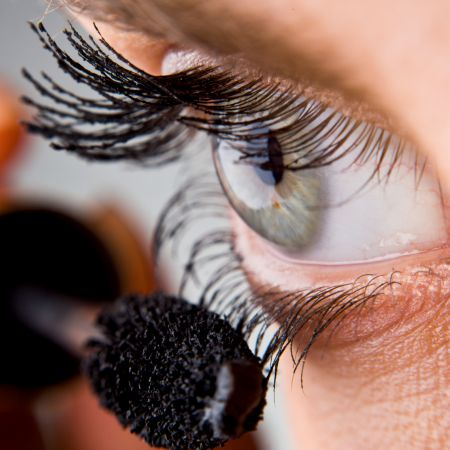 5 Easy Tips for applying mascara before going to a restaurant