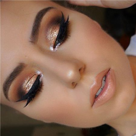 What is the horizontal technique of eye makeup?