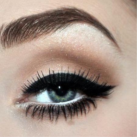 Classical Horizontal Eye Makeup Technique