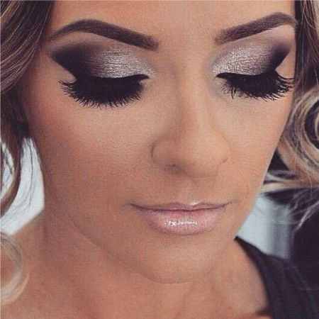 An example of the art of classical vertical eye makeup