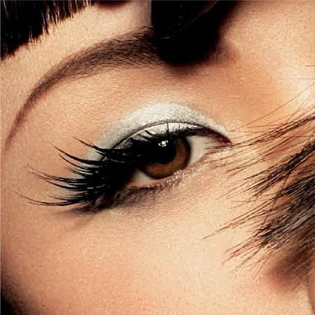 How to adjust the shape of the eye with makeup: narrow eyes