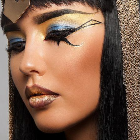 Egyptian arrows in the make-up of eyes