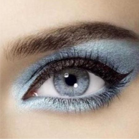 Blue make-up: the secrets and subtleties