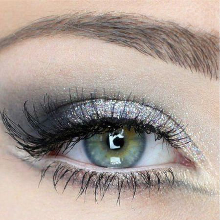 Eye makeup in a gray color scheme