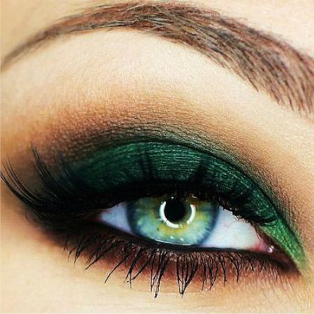 Eye makeup in green colors