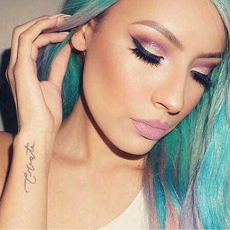 Pink Eye Makeup in Purple Colors
