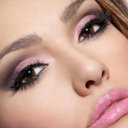 Pink Makeup: Features and Secrets