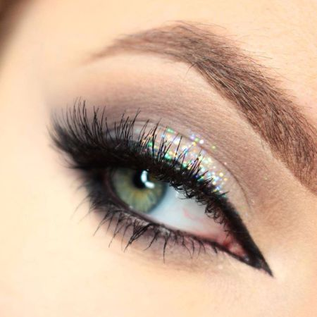 Eye makeup in a silver color scheme