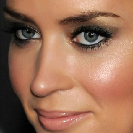 Mascara Blue-Gray Eyes - How to Choose - the Secrets of Stylists Makeup Artists