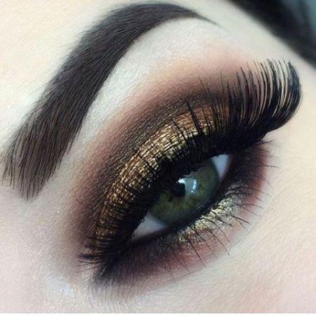 Карандаш подчеркивающий красоту глаз зеленого цвета