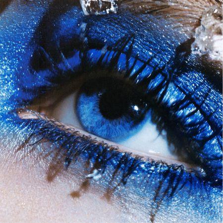 Какая тушь идеально смотрится и подходит для синих глаз