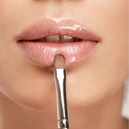 How to apply lip gloss?