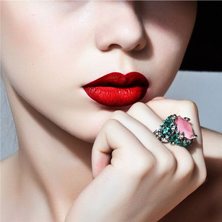 Red matte lipstick - a seductive lip makeup