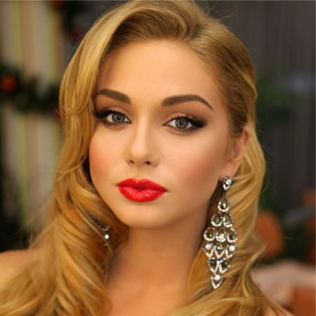 Elegant makeup for blondes