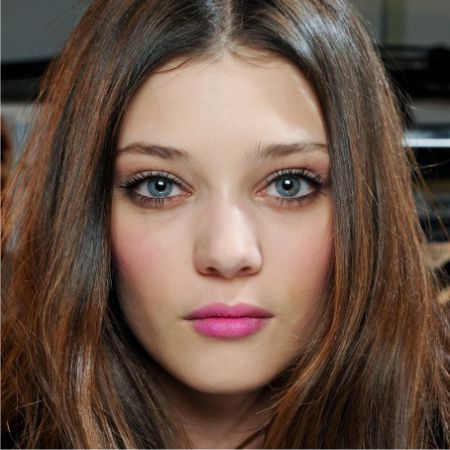 What Color Lipstick Is the Best for Women with Brown Hair