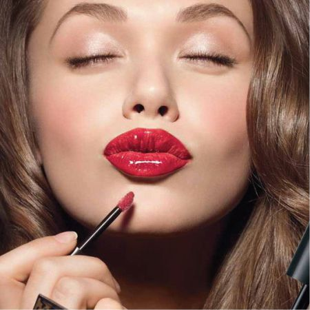What is the Best Lipstick Shade for Women with Chestnut Hair?