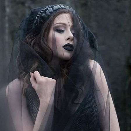 Gothic glamor make-up