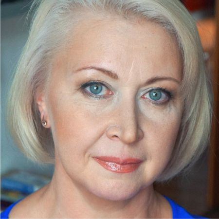Secrets of stylish makeup of age