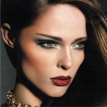 Как избежать ошибок вечернего макияжа? Ответы здесь